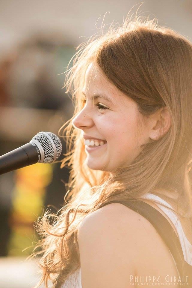 Dakota - Alex, chanteuse et pianiste